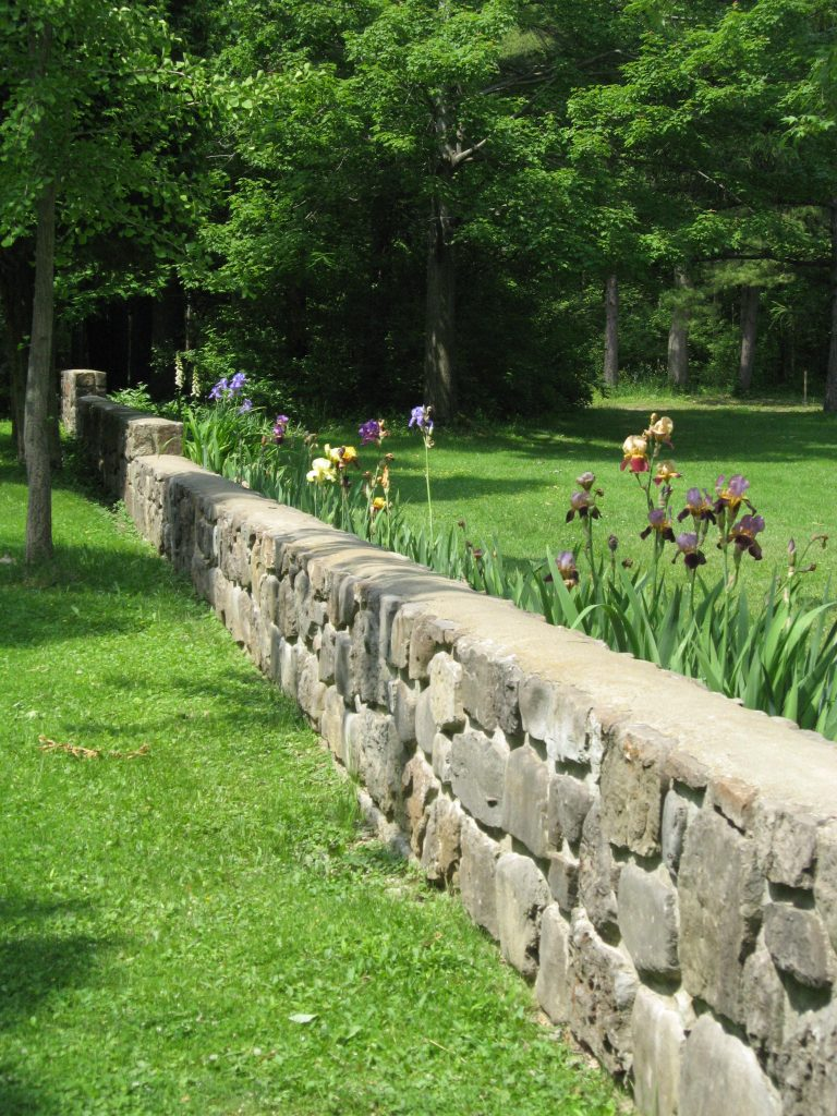 Charmant Then As With The Natural Shaped Flat Stones, They Are Applied To A Concrete  Block Wall. This Type Of Wall Has Structured, Flattering Look.